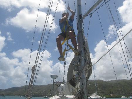 Kletterpartie in den Mast