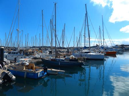 Noumea: Gegenwind in Port Moselle