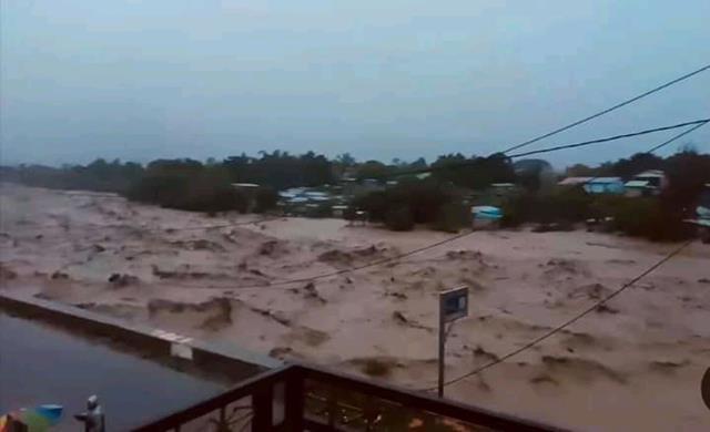 Wassermassen vernichten Häuser