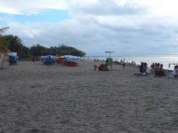Der dunkle Strandsand am El Morro