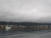 Muros: Regentag vor Anker