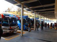 Gut organisierte Busstationen in ganz Ecuador