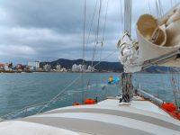 Das Lotsenboot: Ein Fischer fährt vorneweg
