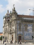 Zwei der zahlreichen Kirchen Portos