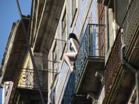 Moderne Kunst an teilweise leerstehende Altstadthäusern