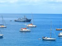 Die französische Marine bringt Festtagsdelegationen
