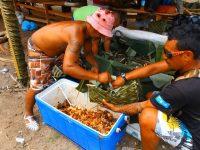 Essen wird von den Männern zubereitet