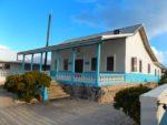 Die Tuamotos – Kurzer Landgang im Ort von Raroia