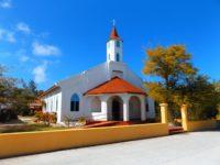 Es führt kein Weg an der Dorfkirche vorbei