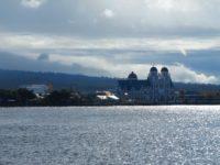 Riesige katholische Kirche dominiert das Stadtbild
