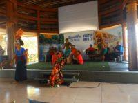 Tanzvorführung in der Touristeninformation