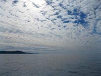 Die Wolken kündigen eine Wetteränderung an