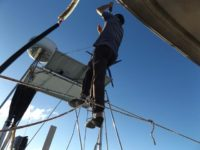 Kletterakt ins Achterstag für eine neue Antenne