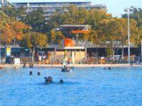 Swimmingpool Sicherheit: Wachturm und Ganzkörperbadeanzüge