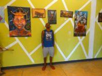 Andre mit seinen Werken