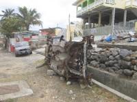 Autoschrott gehört zum Straßenbild auch in Dennery