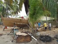 Traditionelle Schiffwerft unter Palmen