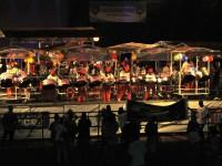 1_STADION: Steeldrum Band ca 60 Musiker und über 100 Instrumenten präsentiert ihr Lied