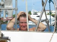 Haare waschen im Karibikwasser