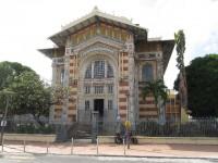 Fort de France: Bücherei zum stöbern in uralten Wälzern - Photographieren verboten