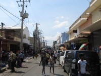 Kingston: Menschen, Markstände, Musik, Müll, Motorenlärm