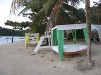 Port Antonio: Strandhotel und Bett im Freien