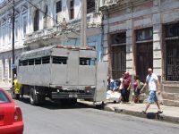 LKW-Personentransport für Einheimische