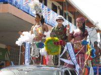 Paradewagen mit Miss Jamaika und Miss Panama