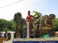 Paradewagen mit Miss Trinidad Tobago