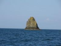 Die Einfahrt nach Dartmouth bestückt mit Felsen und Untiefen