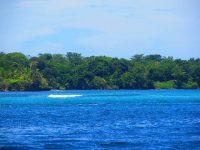 Untiefen erkannt man an der Wasserfärbung und am Wellenbild