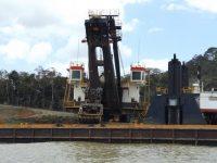 10_ Am Kanal wird ständig gearbeitet: ausbaggern und für die ganz Großen begradigen