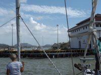 20_Hinter den Toren liegt der Pazifik zu unseren Füßen